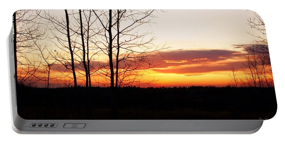 Sunset Portable Battery Charger featuring the photograph Manitoba Sunset by Joanne Smoley