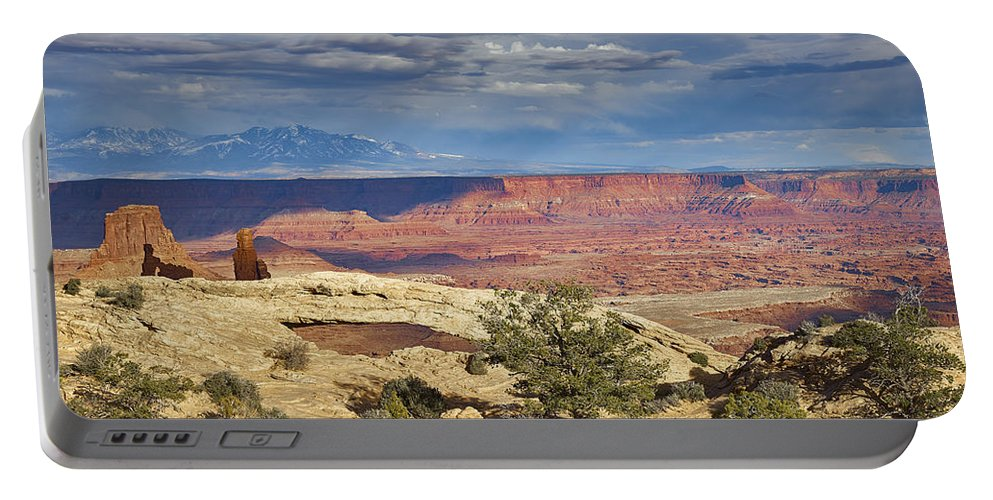 Arch Portable Battery Charger featuring the photograph Mesa Arch Vicinity by Jens Peermann