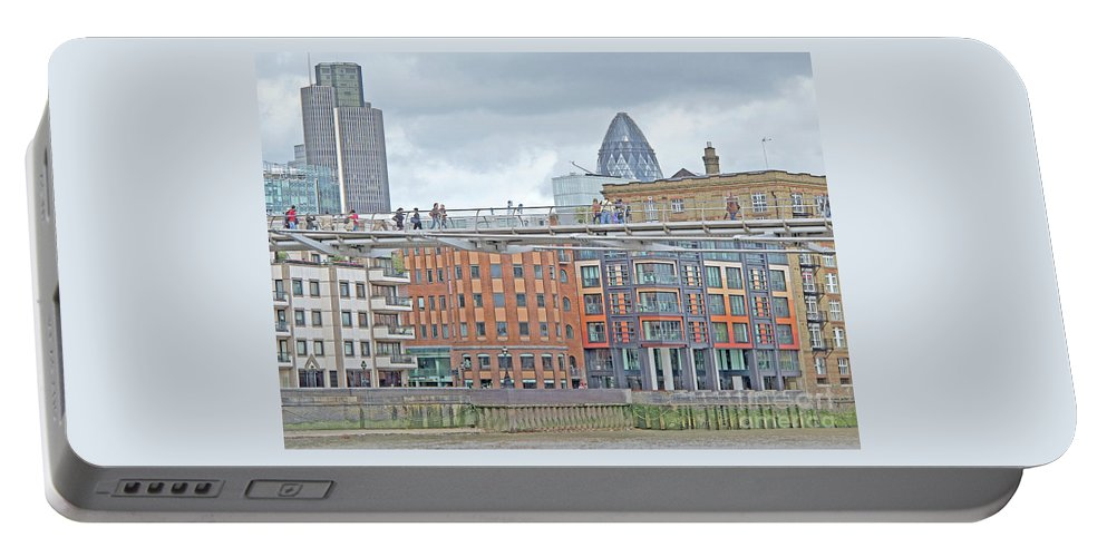 London Portable Battery Charger featuring the photograph Millennium Footbridge by Ann Horn