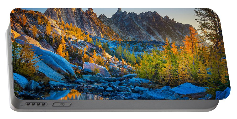 Alpine Lakes Wilderness Portable Battery Charger featuring the photograph Mountainous Paradise by Inge Johnsson