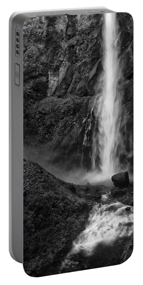 Black And White Portable Battery Charger featuring the photograph Multnomah Falls In Black And White by Renee Hong