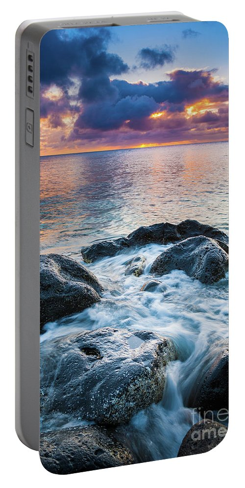 America Portable Battery Charger featuring the photograph Oahu Shoreline by Inge Johnsson