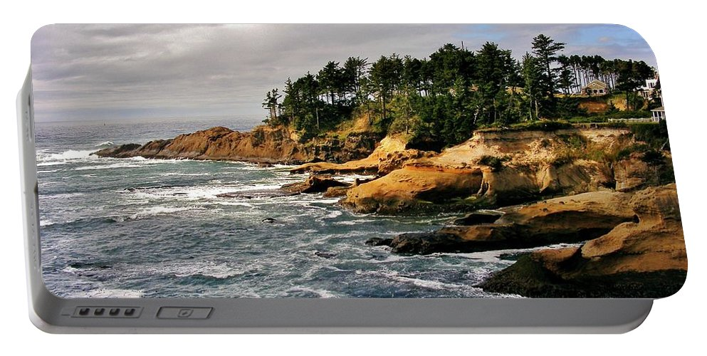 Pacific Coast Portable Battery Charger featuring the photograph Oceanside - Depoe Bay by Marilyn Smith