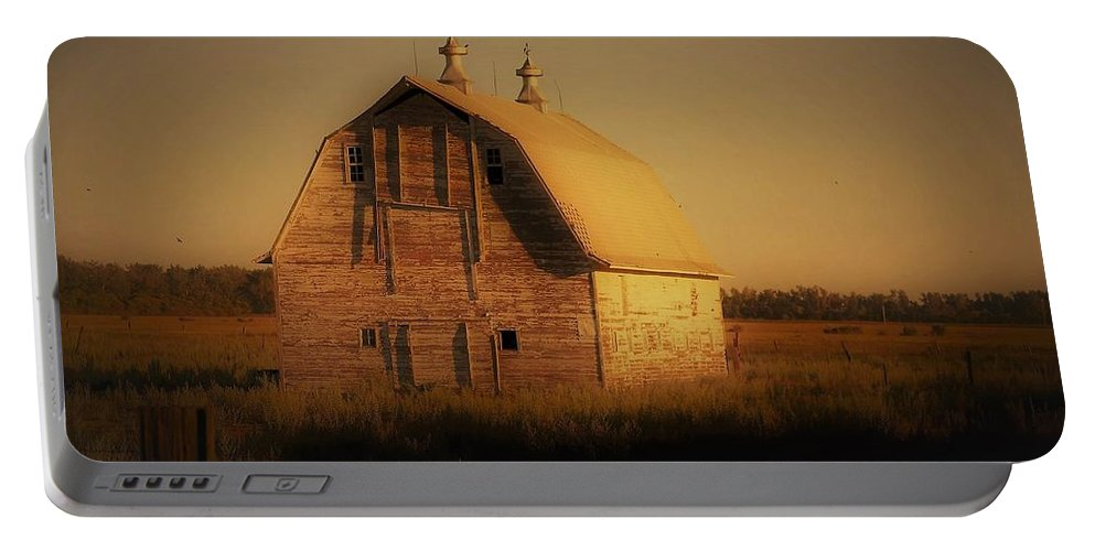Old Barn Portable Battery Charger featuring the photograph Barn Of North Dakota by Vice Photo