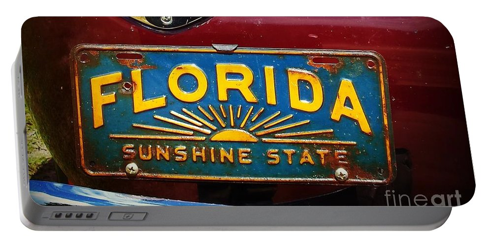 Florida Portable Battery Charger featuring the photograph Old Florida by Valerie Reeves