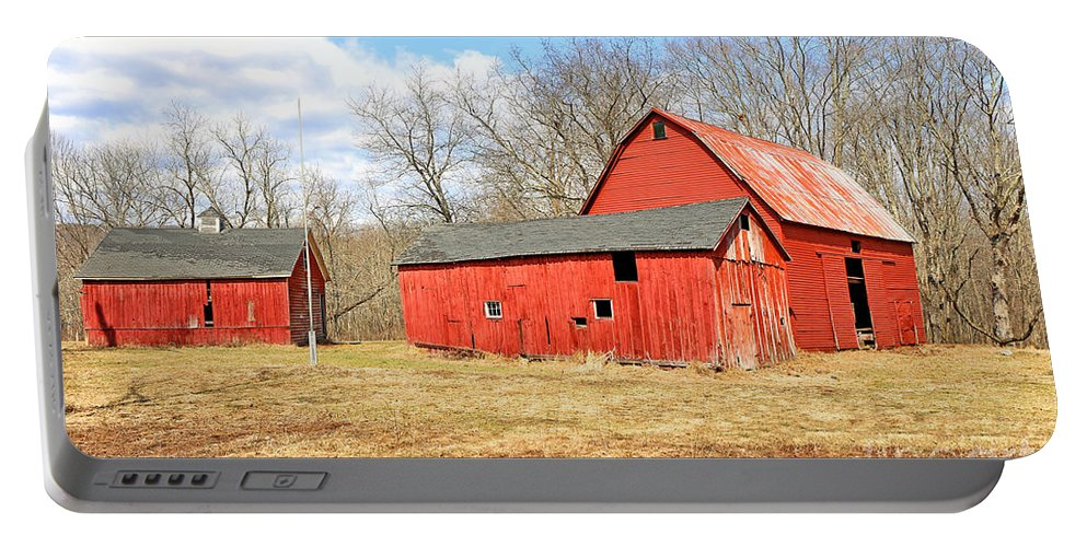 Delaware Portable Battery Charger featuring the photograph Old Red Barn by Paul Fell