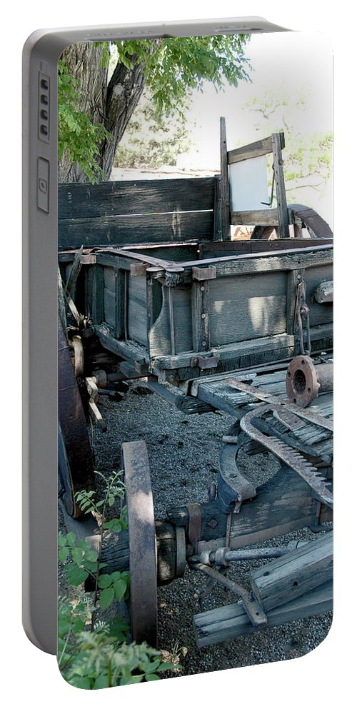 Usa Portable Battery Charger featuring the photograph Old West Wagon Train Down by LeeAnn McLaneGoetz McLaneGoetzStudioLLCcom