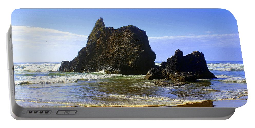 Ocean Portable Battery Charger featuring the photograph Oregon Coast 11 by Marty Koch
