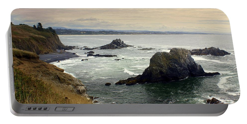 Ocean Portable Battery Charger featuring the photograph Oregon Coast 17 by Marty Koch