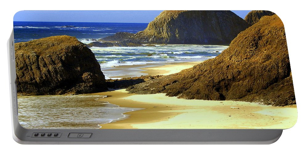 Ocean Portable Battery Charger featuring the photograph Oregon Coast 18 by Marty Koch