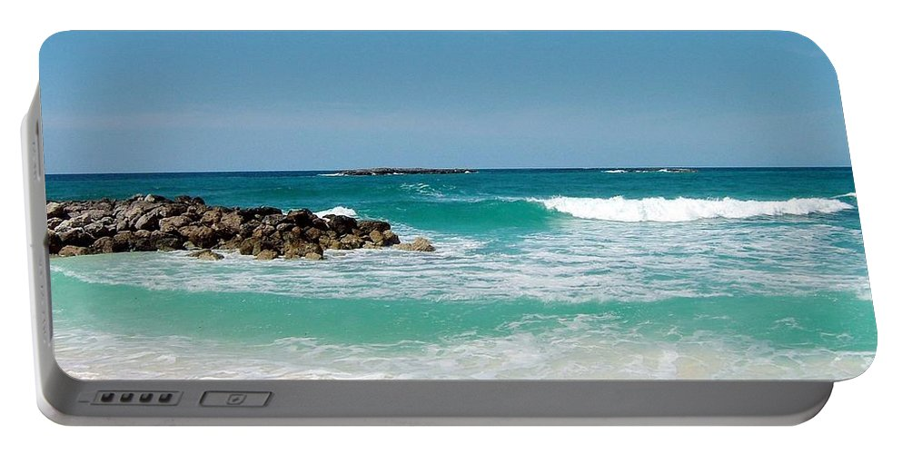 Nasau.atlantis Portable Battery Charger featuring the photograph Paradise Island by Gary Wonning