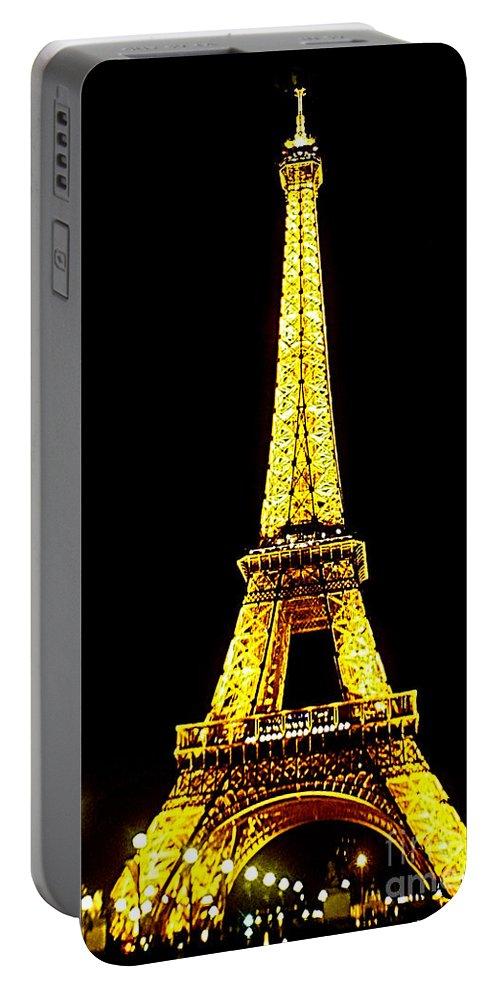 Paris Portable Battery Charger featuring the photograph Paris 4 by Ben Yassa