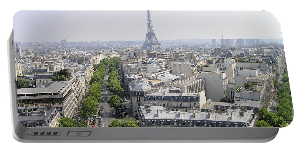 City Scape Portable Battery Charger featuring the photograph Paris01 by Rogers