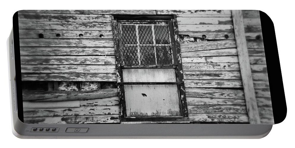 Delaware Portable Battery Charger featuring the photograph Peeling Wall And Cool Window At Fort Delaware On Film by David Wolanski