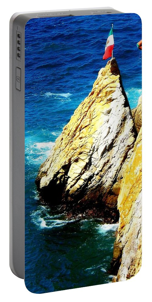 Mexico Portable Battery Charger featuring the photograph Perfect Form by Karen Wiles