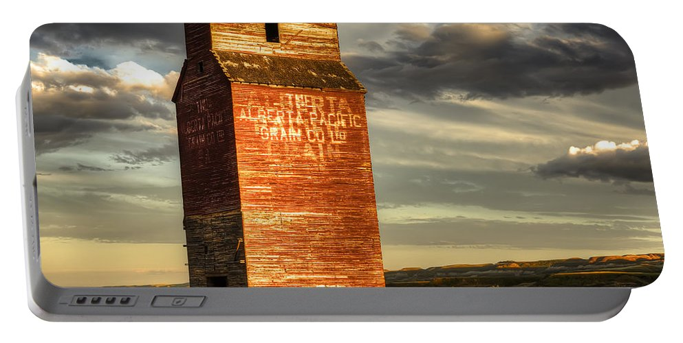 Canada Portable Battery Charger featuring the photograph Prairie Sentinel by Wayne Sherriff