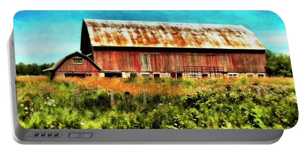 Red Barn Portable Battery Charger featuring the photograph Red Barn No.1 by Tammy Wetzel