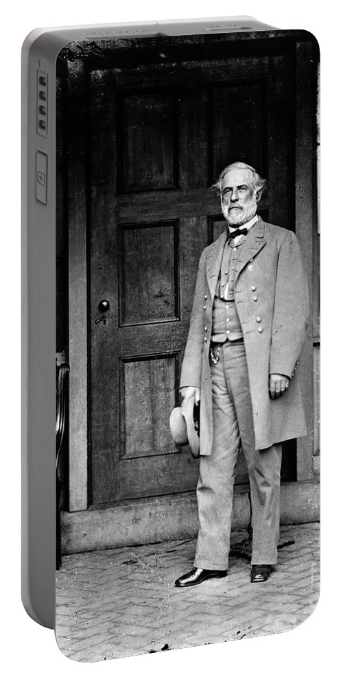 Robert E. Lee Portable Battery Charger featuring the photograph Robert E. Lee In Richmond, Virginia by Photo Researchers