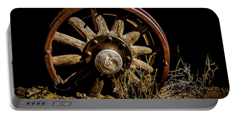 Desert Portable Battery Charger featuring the photograph Runnin On The Rim by Ed Ostrander