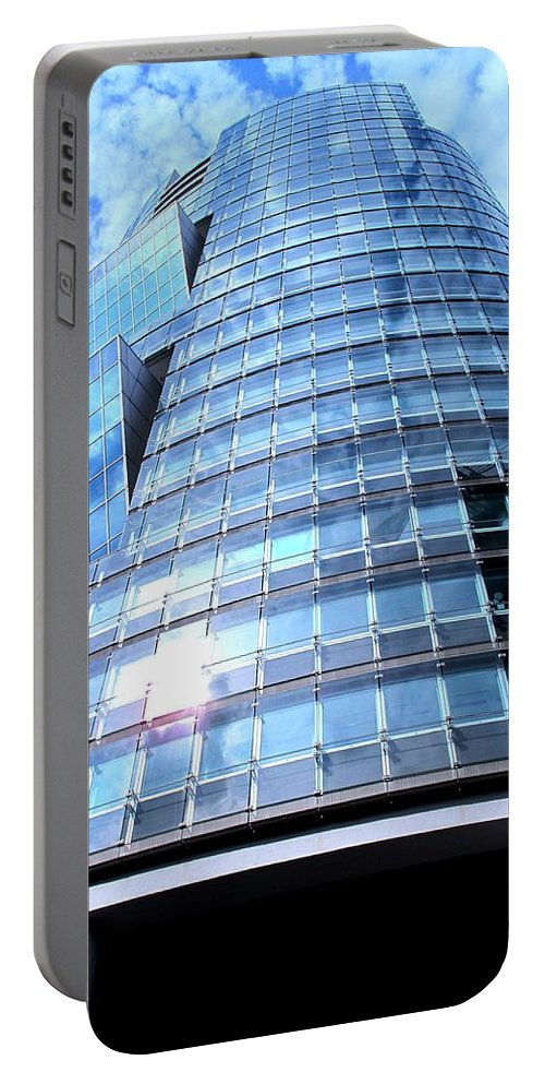 Vienna Portable Battery Charger featuring the photograph Soaring by Ian MacDonald