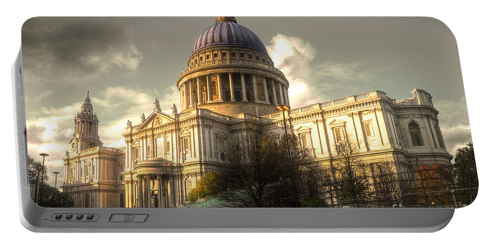St Pauls Cathedral Portable Battery Charger featuring the photograph St Paul's Cathedral by Rob Hawkins