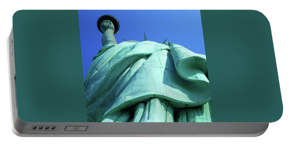 New York City Portable Battery Charger featuring the photograph Statue Of Liberty 9 by Ron Kandt