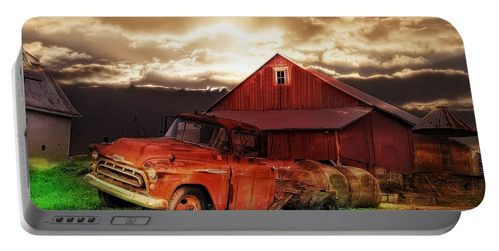 Gettysburg Portable Battery Charger featuring the photograph Sunburst At The Farm by Bill Cannon