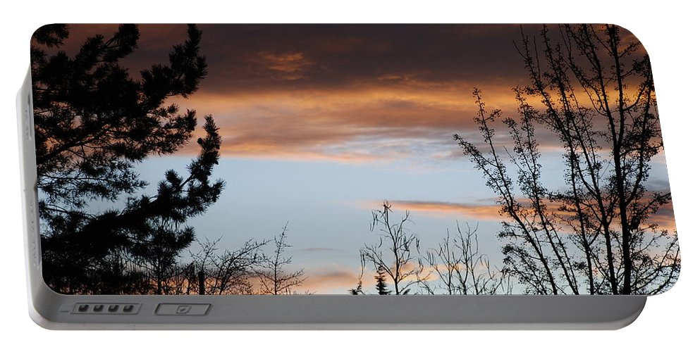 Sunset Portable Battery Charger featuring the photograph Sunset Thru The Trees by Rob Hans
