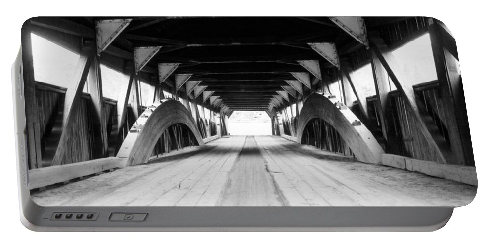 Bridge Portable Battery Charger featuring the photograph Taftsville Covered Bridge by Greg Fortier