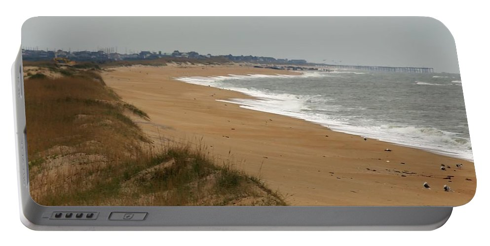 Ann Keisling Portable Battery Charger featuring the photograph The Shoreline by Ann Keisling