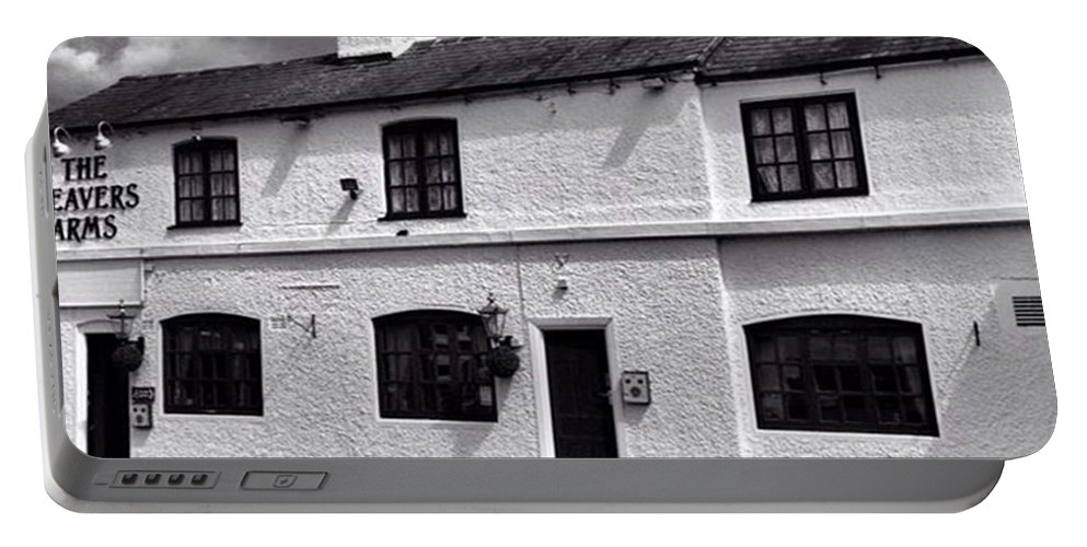 Snapseed Portable Battery Charger featuring the photograph The Weavers Arms, Fillongley by John Edwards