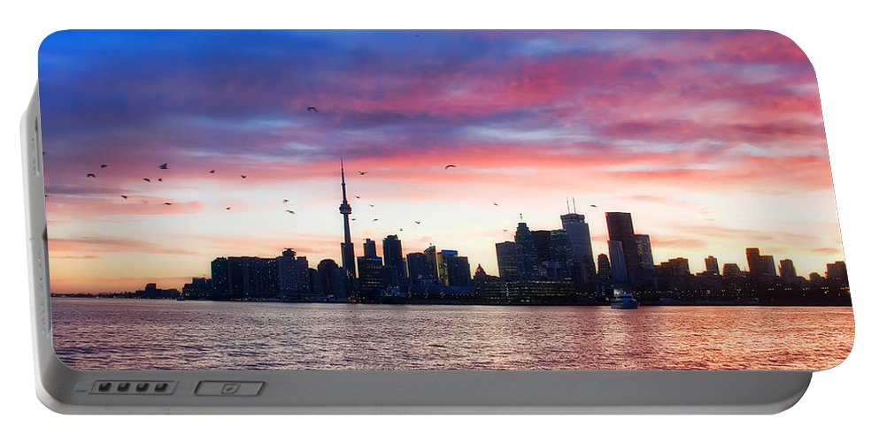 Toronto Portable Battery Charger featuring the photograph Toronto Skyline by Tammy Wetzel