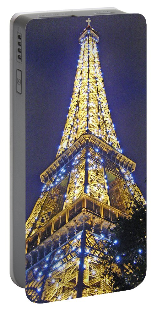 Eiffel Tower Paris France Portable Battery Charger featuring the photograph Tour Eiffel 2007 by Joanne Smoley