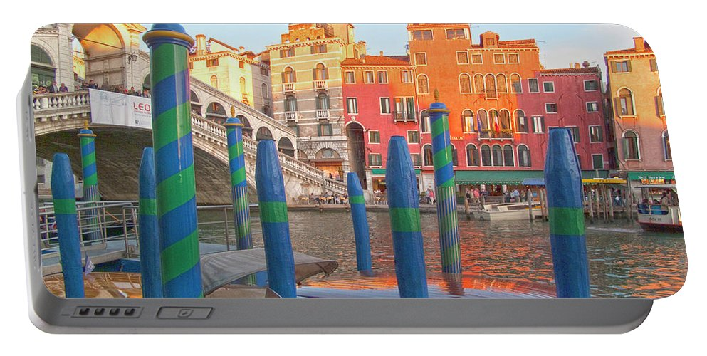 Venice Portable Battery Charger featuring the photograph Venice Rialto Bridge by Heiko Koehrer-Wagner