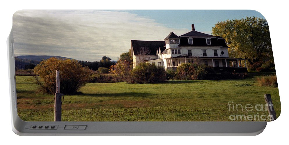 Vermont Portable Battery Charger featuring the photograph Vermont Farmhouse by Richard Rizzo