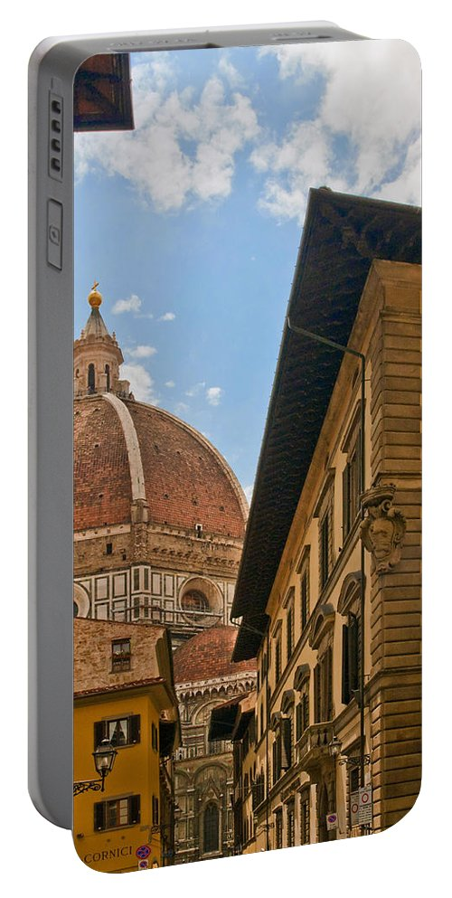 Florence Portable Battery Charger featuring the photograph View Of The Duomo by Mick Burkey
