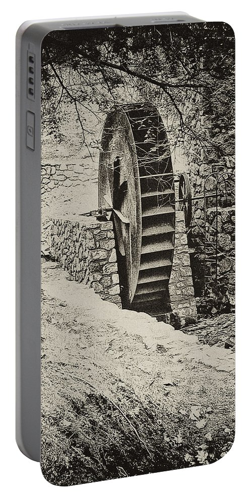 Gladwyne Portable Battery Charger featuring the photograph Water Wheel by Bill Cannon
