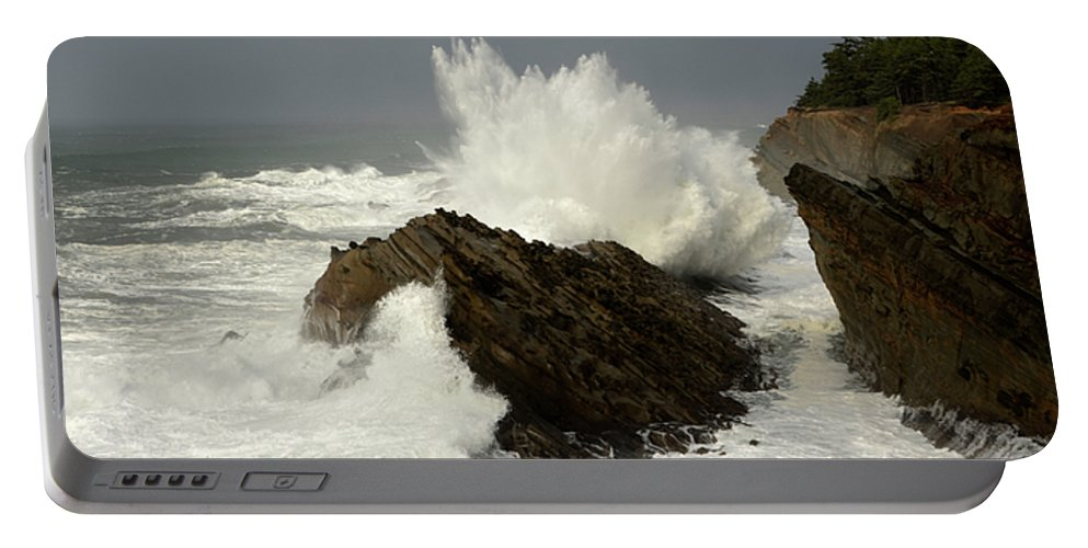 Lighthouse Portable Battery Charger featuring the photograph Wave At Shore Acres 2 by Bob Christopher
