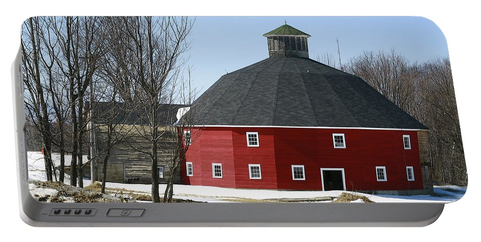 Barn Portable Battery Charger featuring the photograph Welch Round Barn by Deborah Benoit
