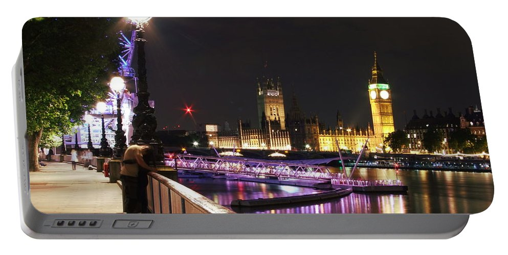 London Portable Battery Charger featuring the photograph Westminster Embrace by Andrew Ford