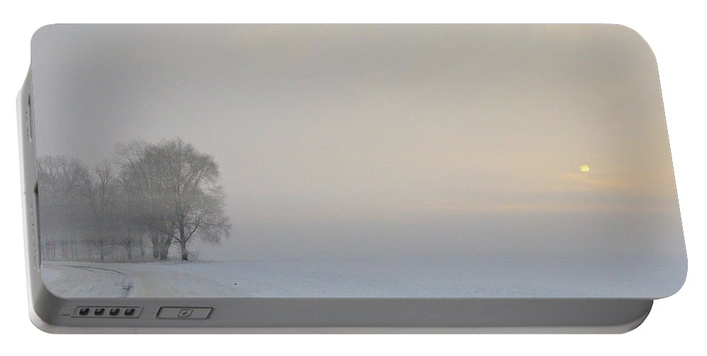 Fog Portable Battery Charger featuring the photograph Winter Morning by David Arment