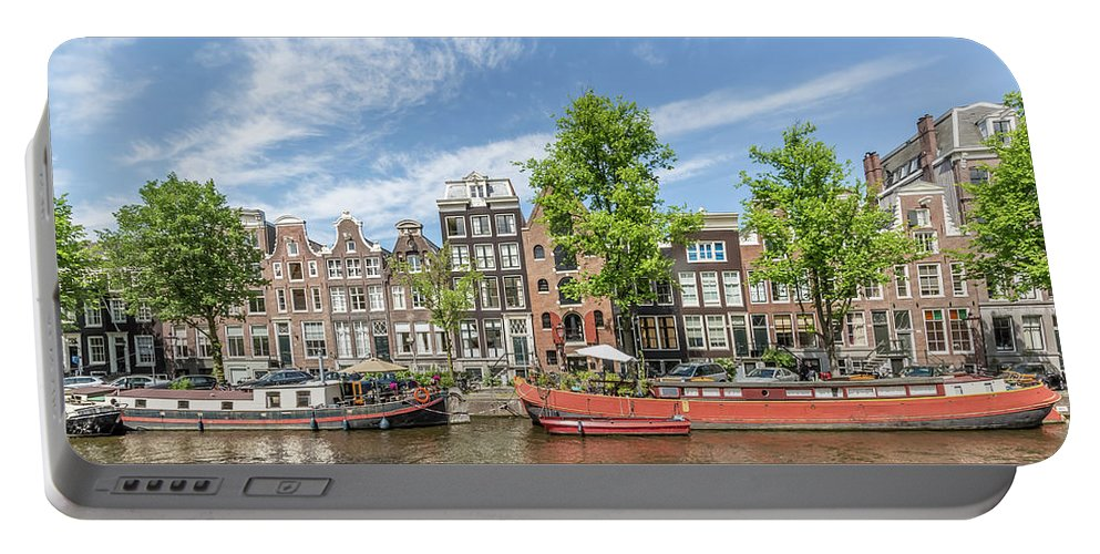 Amsterdam Portable Battery Charger featuring the photograph Amsterdam Prinsengracht Houseboats by Melanie Viola