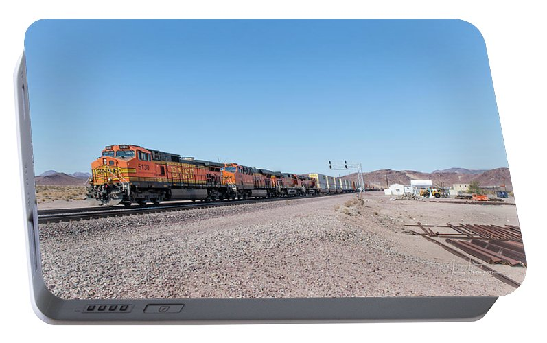 Bnsf Portable Battery Charger featuring the photograph Bnsf5130 by Jim Thompson