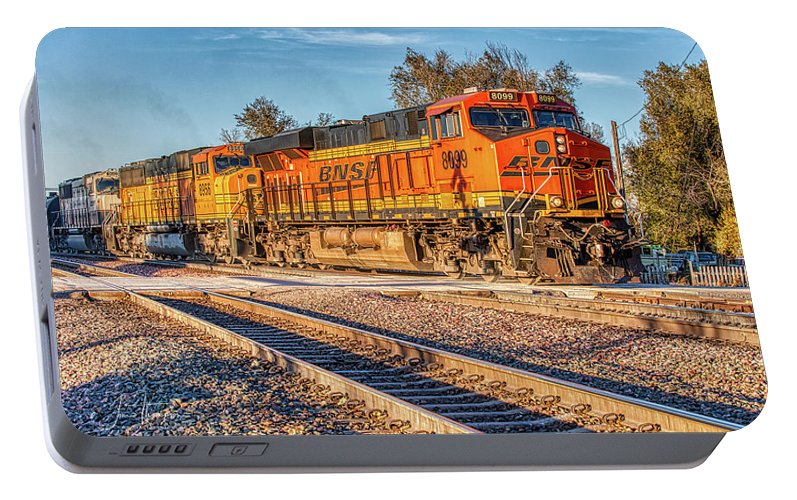 Bnsf Portable Battery Charger featuring the photograph Bnsf8099 by Jim Thompson