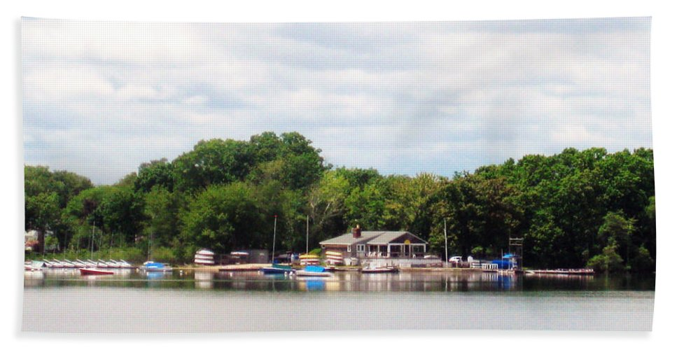 Lake Quannapowitt Beach Towel featuring the photograph Boathouse by Katina Borges