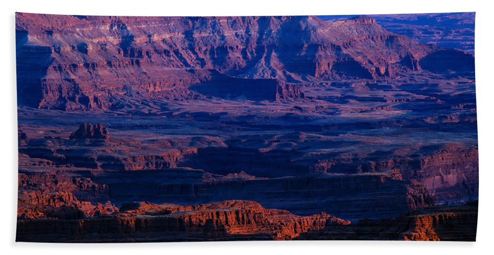 Afternoon Sun Beach Towel featuring the photograph Needles Overlook by Tracy Knauer