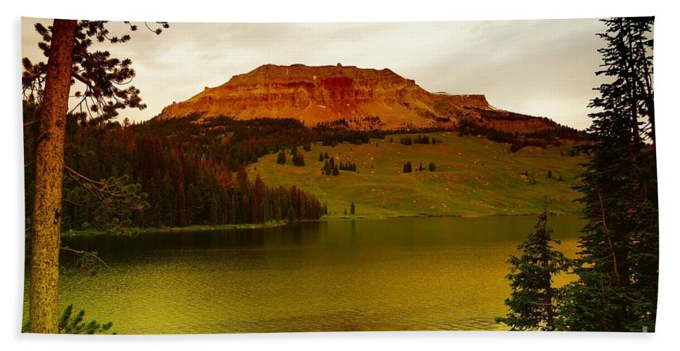 Lakes Beach Towel featuring the photograph An Alpine Lake by Jeff Swan