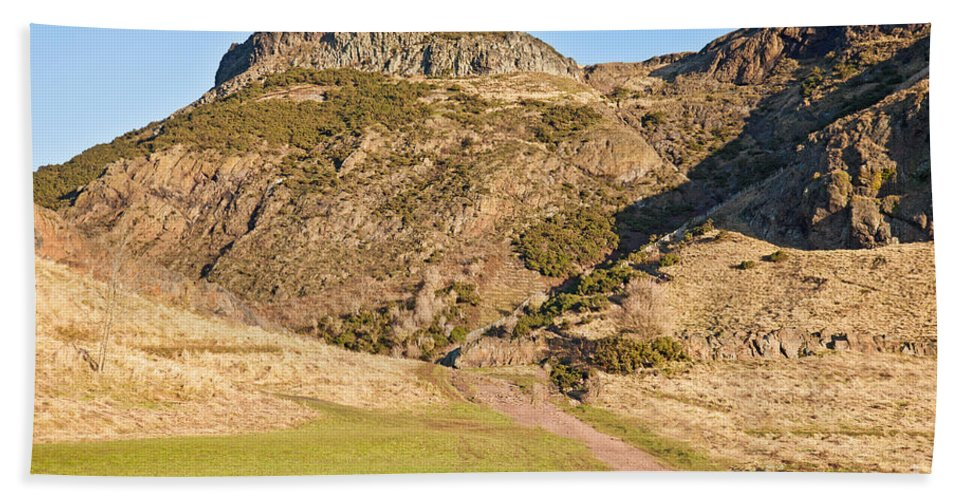 Arthur's Seat Beach Towel featuring the photograph Arthur's Seat Edinburgh Scotland by Liz Leyden