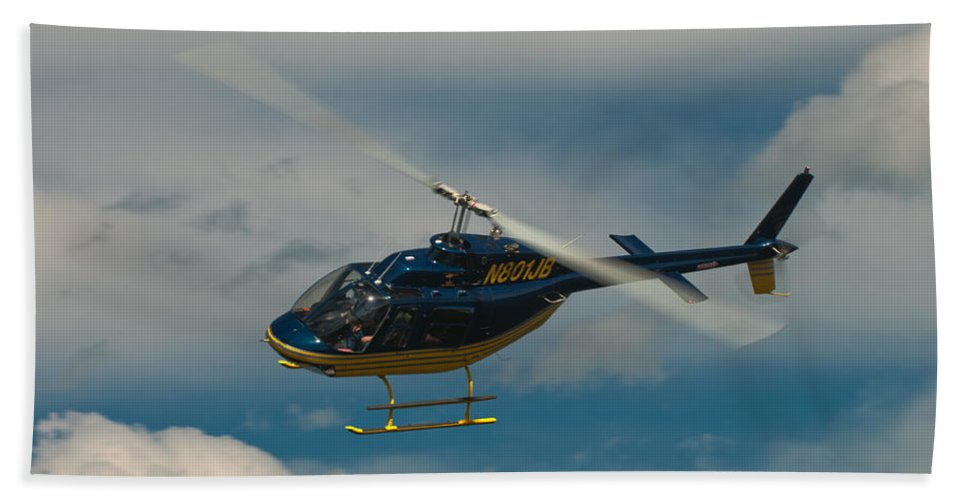 helicopter Ride Beach Towel featuring the photograph Coming In by Paul Mangold