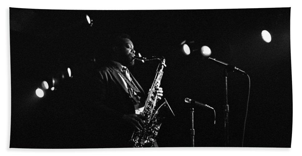 Jazz Beach Towel featuring the photograph Dewey Redman by Lee Santa